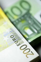 einhundert zweihundert euro