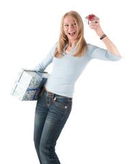 Reife Frau mit zwei Paketen
