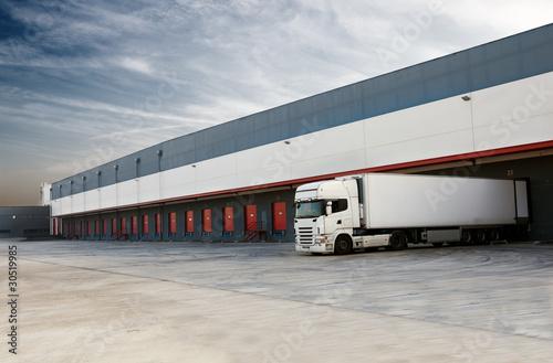 muelles de carga y camion - 30519985