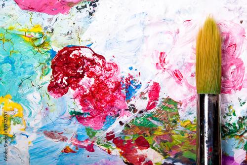 Farbpalette mit Pinsel