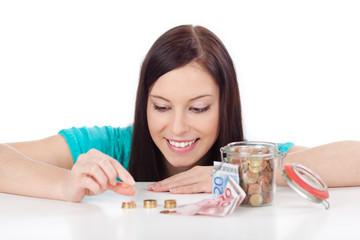 junge frau zählt geld