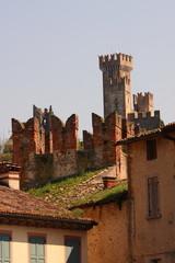 Valeggio sul Mincio, l'antico mulino di  Borghetto e il castello