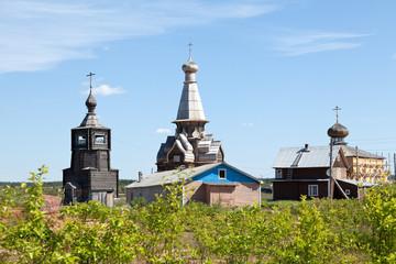Храмы в посёлке Варзуга.