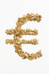 砂金を並べて作ったユーロ記号