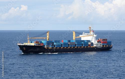 navire porte-conteneurs en mer - 30600934