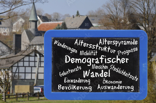 Demografischer Wandel Schrift auf Tafel