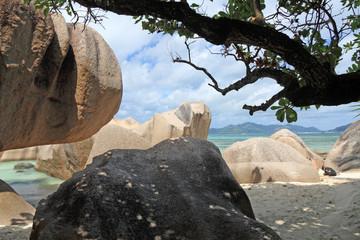 blocs de granit rose aux Seychelles