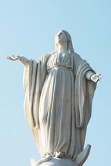 statua della madonna in cile