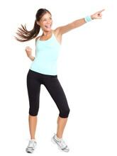 Femme de fitness aérobic pointant