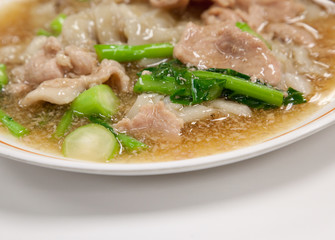 Guaitiao Rad Na (Wide Noodles in a Creamy gravy Sauce), Thai sty