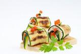 Zucchini-Röllchen mit Käsecreme gefüllt