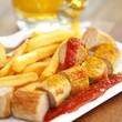 Bratwurst mit Pommes