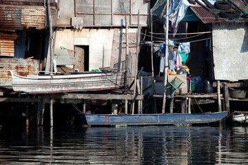 shanty squatter homes along Philippines river
