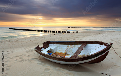 Poster Strand Boat on beautiful beach in sunrise