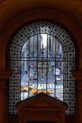 Straße durch ein Fenster gesehen, New York