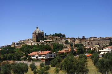 Montefiascone, panorama con il Duomo