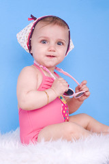 enfant de 8 mois en mode estivale