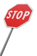 Segnale stradale di stop isolato su sfondo bianco