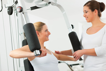 Patientin bei der Physiotherapie