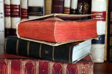 pila di libri antichi