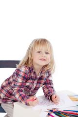 blondes kind malt ein mandala