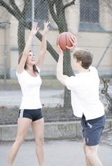 Basketball spielen