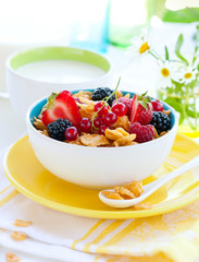 corn flakes with fruits and milk