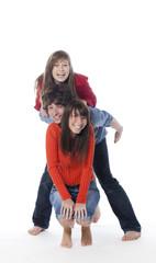brochette de trois amis heureux