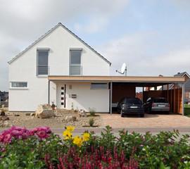 Haus mit Carport