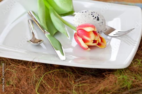 Gedeckter Tisch zu Ostern - 30890360
