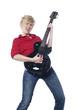 jeune femme déchainée à la guitare électrique