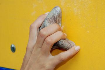 hands - mano destra di donna su una presa