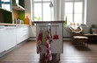 moderne Einbauküche in einem Einfamilienhaus