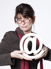 femme active consommatrice d'internet
