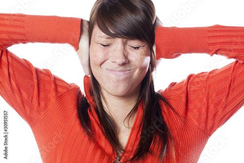jeune fille et nuisances sonores