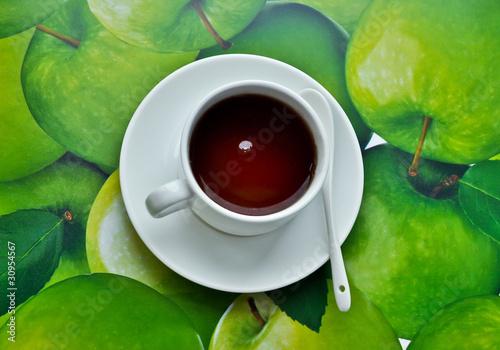чашка с чаем на зелёной салфетке