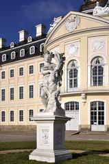 Hubertusburg Schloss mit Figur
