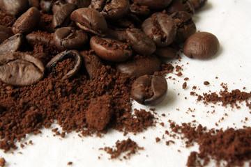 cafe molido con granos