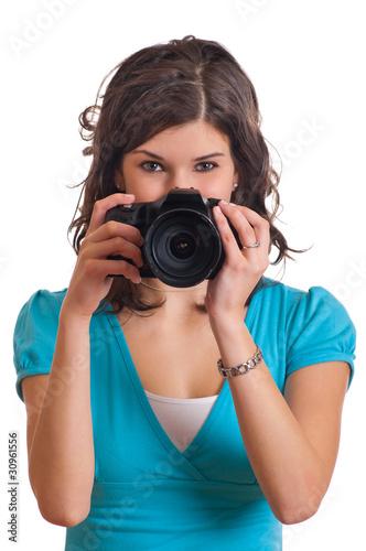 Frau hält Kamera vor dem Gesicht