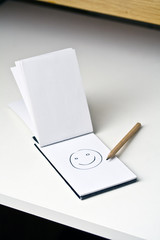 Smiley sur un carnet
