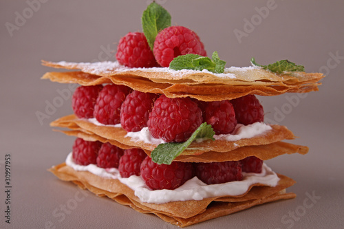 Papiers peints Boulangerie dessert, mille feuille aux framboises
