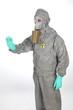 Arbeiter im Schutzanzug mit Maske nach Reaktor Katastrophe