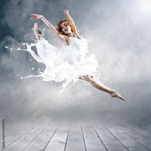 Skocz Ballerina z sukienką mleka