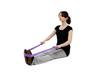 junge frau auf dem boden trainiert mit einem gymnastikband