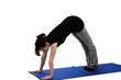 eine junge frau trainiert auf einer blauen yoga matte
