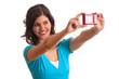 Frau mit Kamera macht Selbstportrait