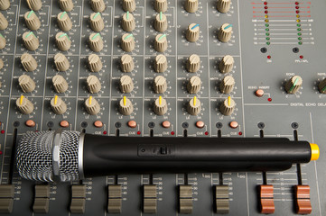 Wireless microphone on mixer