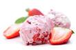 Erdbeereis mit Fruchtstücken
