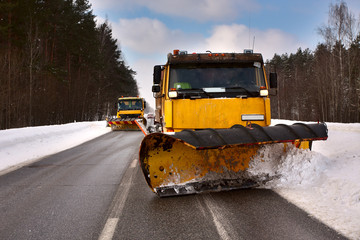 Snowplow vehicle working