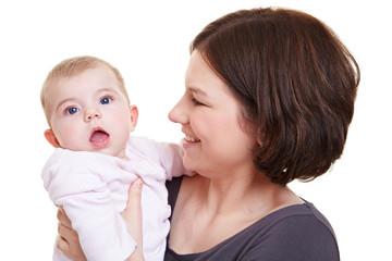 Mama mit staunendem Baby